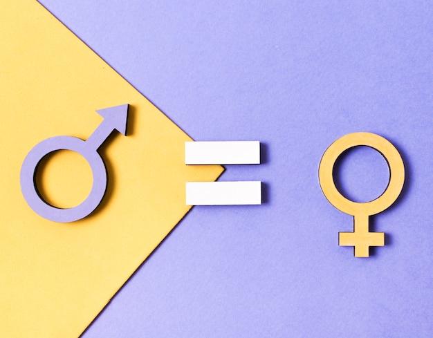 Vista superior de símbolos de género femenino y masculino