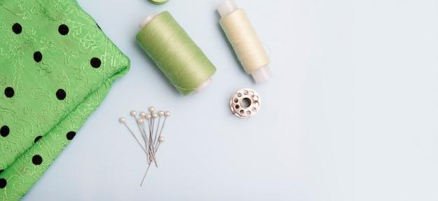 Vista superior de suministros de costura