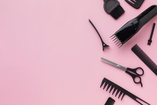 Vista superior de suministros profesionales para el cabello