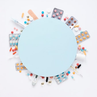 Vista superior surtido de analgésicos coloridos