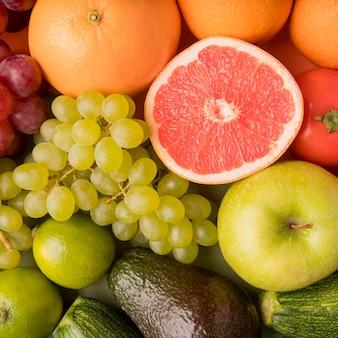 Vista superior de surtido de frutas