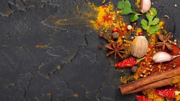 Vista superior surtido de ingredientes de comida asiática con espacio de copia