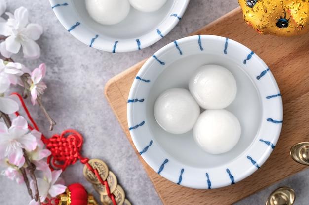 Vista superior de tangyuan para la comida del festival del año nuevo lunar chino