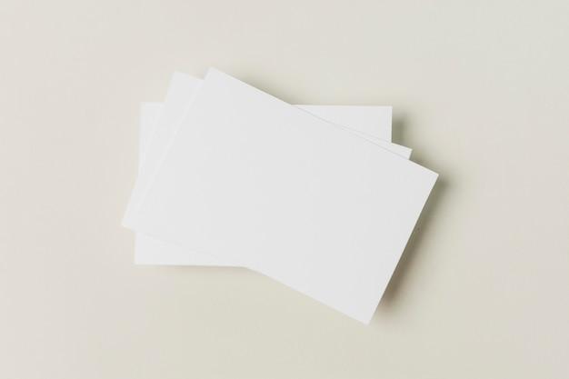 Vista superior tarjeta de negocios en blanco