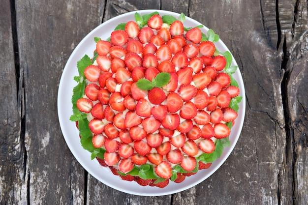 Vista superior de tarta de fresa