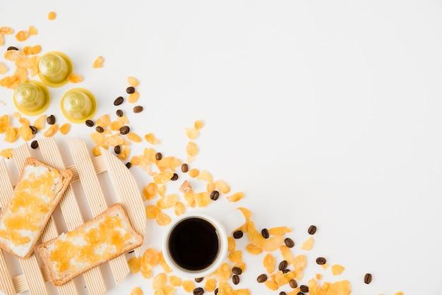 Vista superior taza de café con cereales