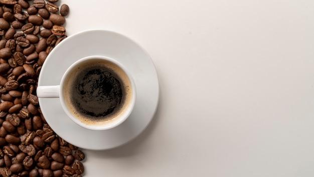 Vista superior de la taza de café con espacio de copia