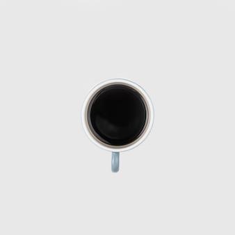 Vista superior taza de café con fondo blanco.