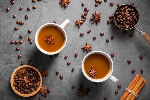 Vista superior tazas de café con ingredientes