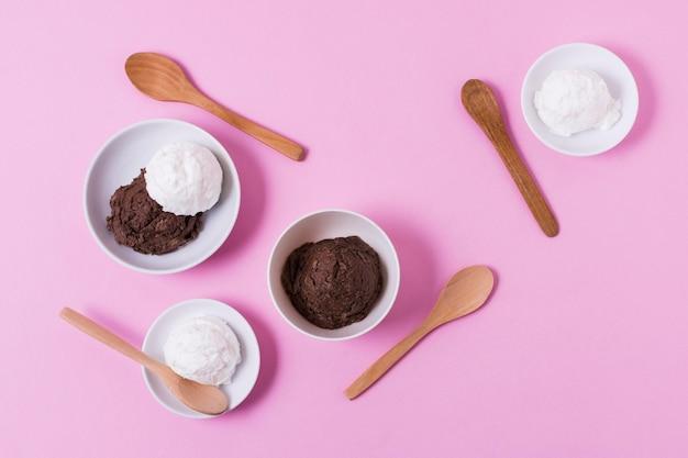 Vista superior tazas con helado