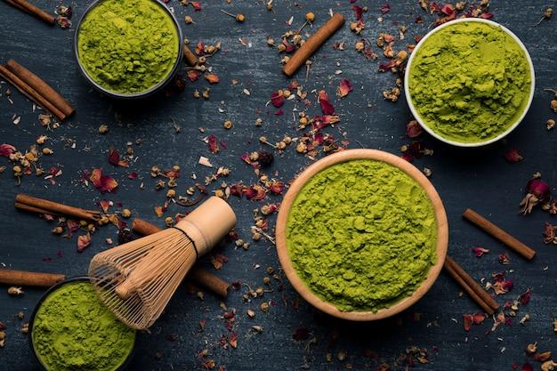 Vista superior del té verde asiático tradicional