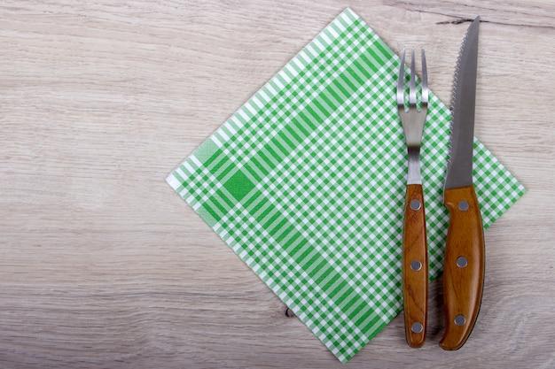 Vista superior de tenedor y cuchillo