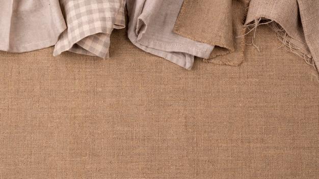 Vista superior de textiles de colores monocromáticos
