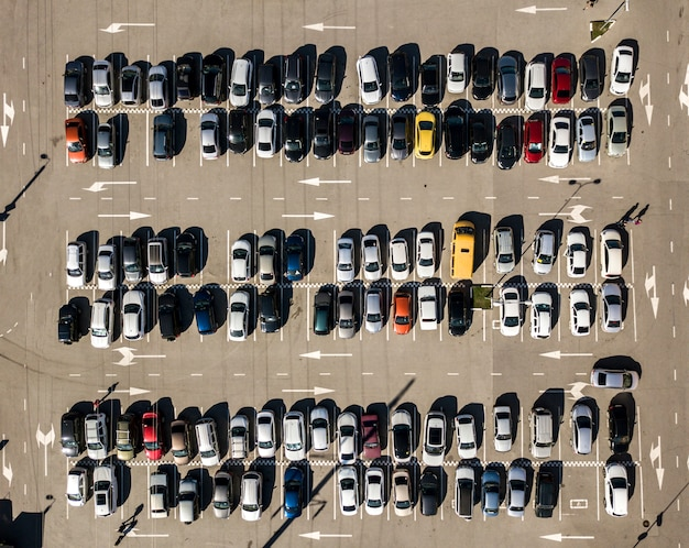 Vista superior de la textura del estacionamiento del coche drone aéreo disparó fondo f