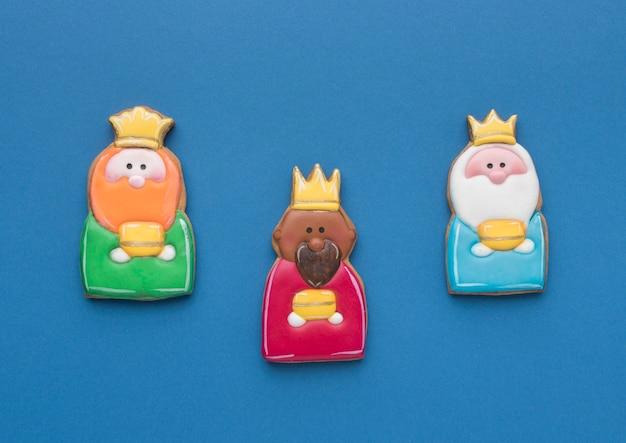 Vista superior de tres reyes para el día de la epifanía.