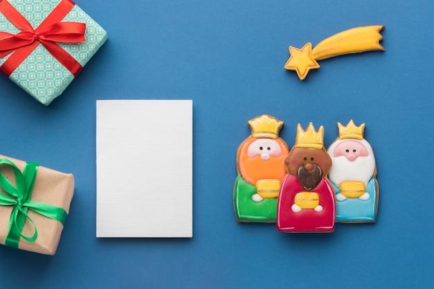 Vista superior de tres reyes con estrella fugaz y regalos.