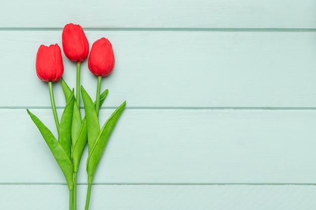 Vista superior de tulipanes con espacio de copia