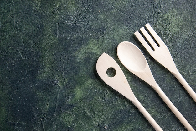 Vista superior de utensilios de cocina de madera