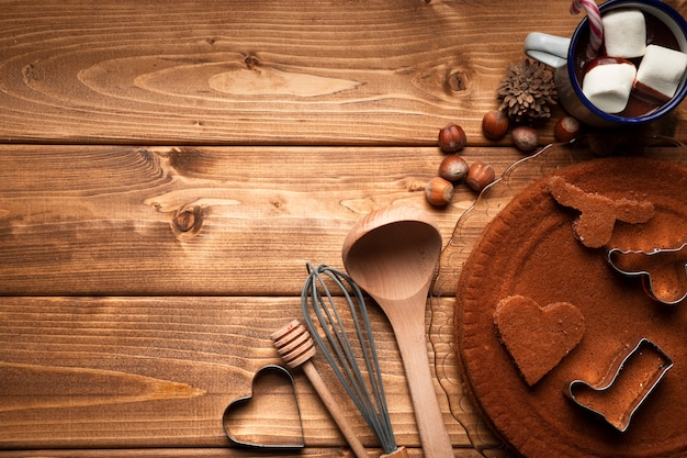Vista superior de utensilios de cocina navideños