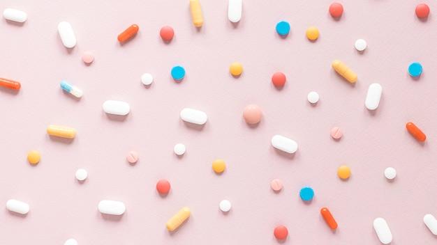 Vista superior variedad de analgésicos y medicamentos.