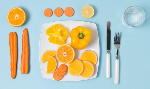 Vista superior variedad de verduras y frutas.