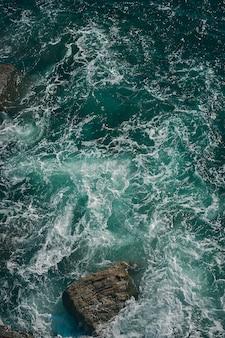 Vista superior vertical del mar