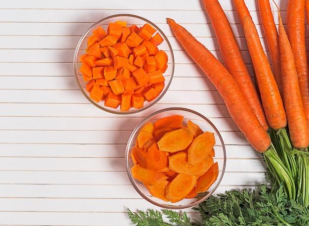 Vista superior de zanahoria orgánica en rodajas
