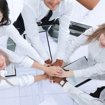 Vista superiorequipo empresarial profesional muestra su éxito