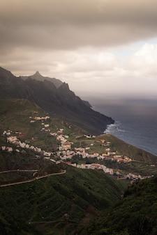Vista desde taganana en el parque rural de anaga en la parte norte de tenerife, islas canarias, españa.