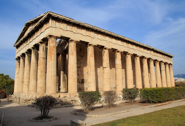 Vista del templo de hefesto en el ágora antigua, atenas,