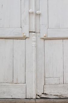 Vista de las típicas puertas del pueblo de la campiña portuguesa.