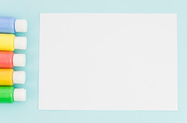 Vita superior cuaderno con fila de pintura