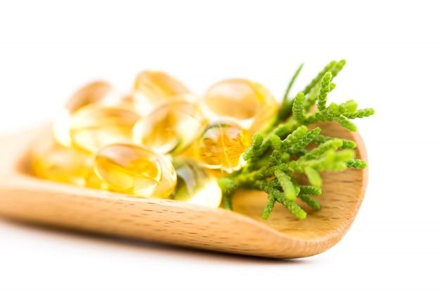 Vitaminas saludables tiene un fondo blanco.