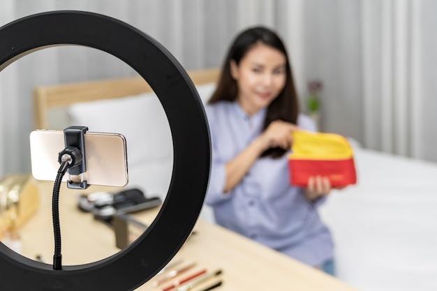 Vlogger influenciador de belleza