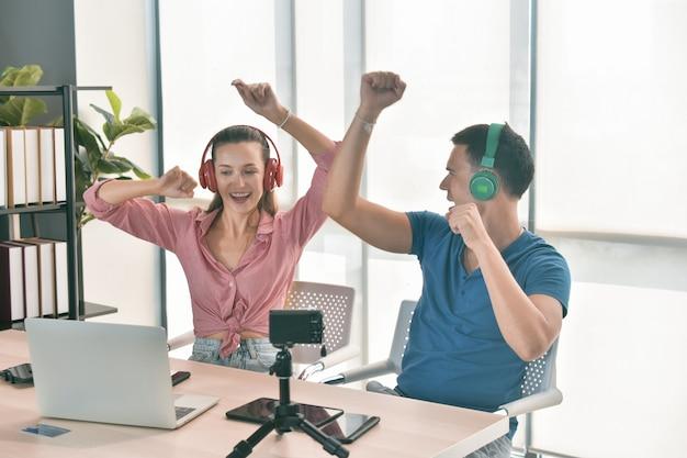 Vlogger internet star marketer broadcast startup pequeña empresa
