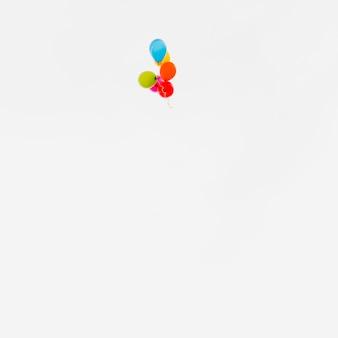 Volando globos de colores
