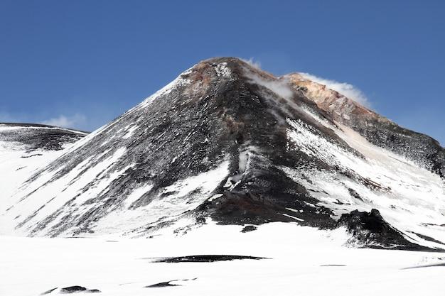 Volcán monte etna cráter en sicilia, italia