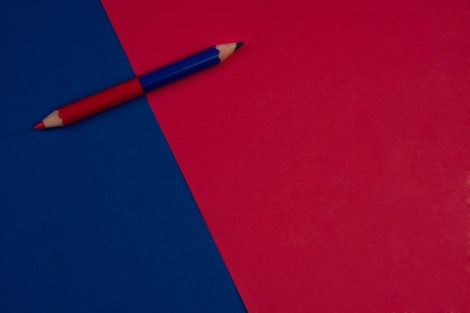 Volver a la escuela fondo rojo y azul