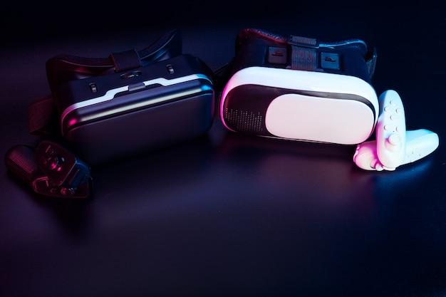 Vr. equipo de realidad virtual sobre la mesa.