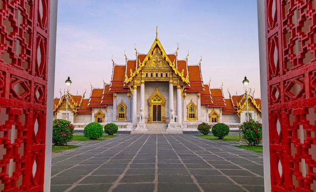 Wat benchamabophit el templo de mármol en bangkok, tailandia