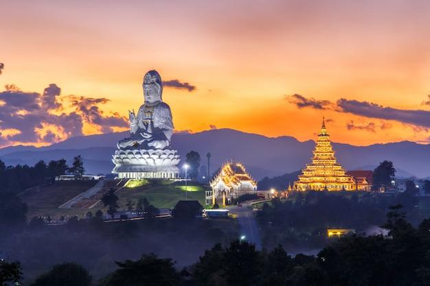 Wat huay pla kang, templo chino en la provincia de chiang rai, tailandia