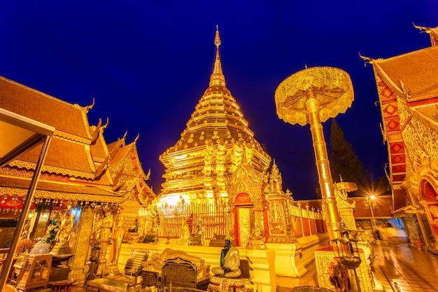Wat phra that doi suthep es una atracción turística de chiang mai, tailandia