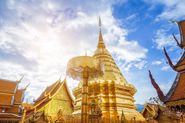 Wat phra that doi suthep es una atracción turística templo