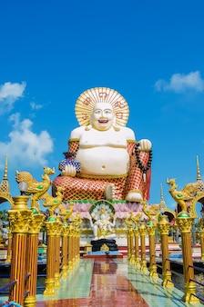 Wat plai laem sobre koh samui. tailandia