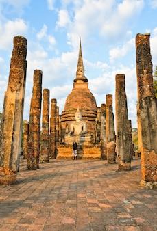 Wat sa si en el parque histórico de sukhothai, tailandia