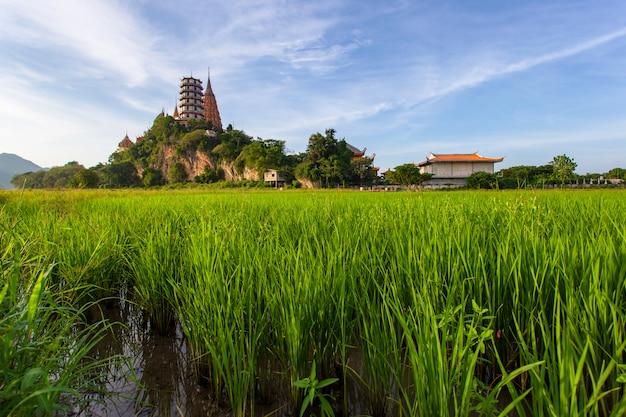 Wat tham suea en la provincia de kanchanaburi en tailandia
