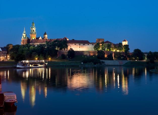 Wawel hill en la noche