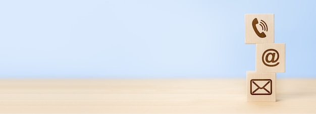 Web contáctenos iconos sobre fondo azul. contáctenos. concepto de soporte cutomer, espacio de copia. página del sitio web contáctenos. banner web, espacio de copia, fondo azul