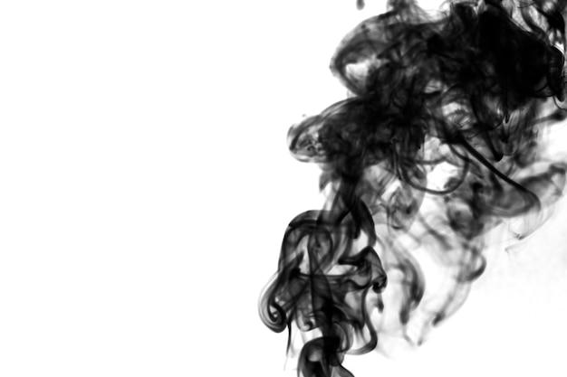 Whiffs de humo negro y espeso