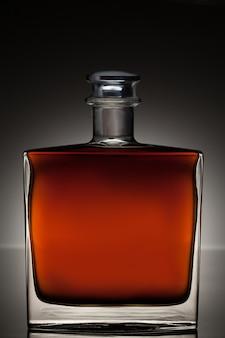 Whisky en una botella cuadrada
